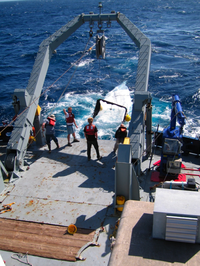 October 12, 2008: Deploying the Oozeki trawl from the stern of the RV Melville